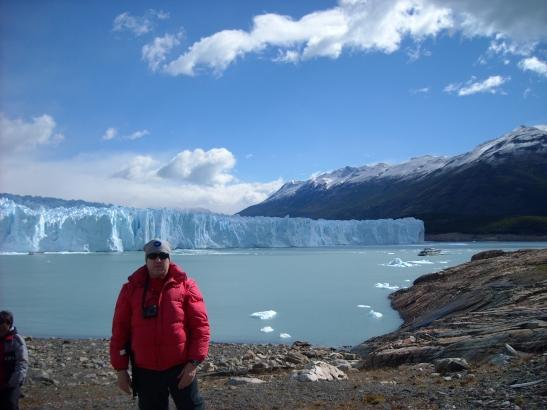Als peus del Perito Moreno abans de començar el trekking. Parque Nacional Los Glaciares. Argentina
