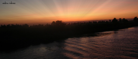 Sortida del sol. Riu Nil. Egipte / The sun rises in Nile river. Egypt