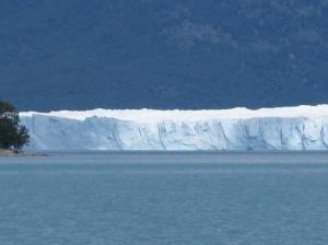 Diferents imatges del Perito Moreno. En una d'elles es veu el pont de gel.