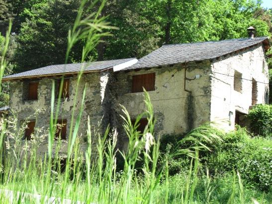 Masia abandonada entre Fornells de la Muntanya i Tosses