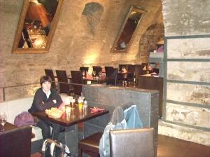 A punt de sopar en un dels restaurants de la plaça de cla ciutat vella