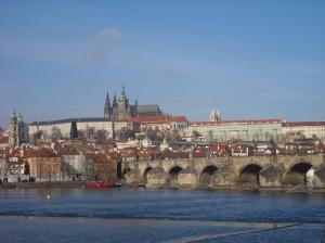 Mala Strana i el castell de Praga des de la bora del riu