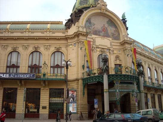 Café de l'opera i Torre de la Pòlvora a prop de la plaça de la República