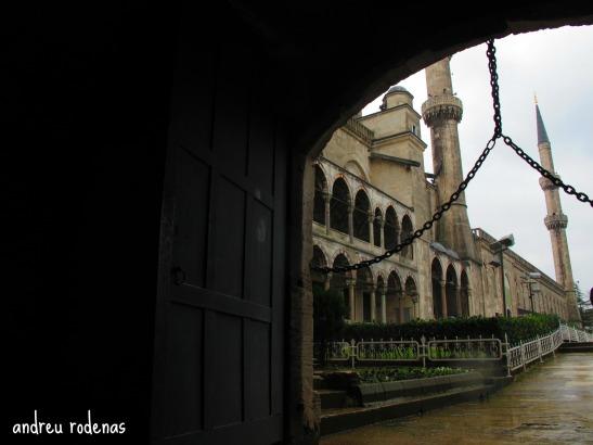 Una de les entrades a la Mesquita Blava d'Istanbul