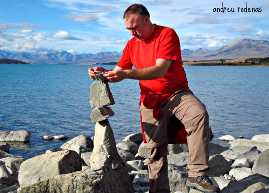 Fent una escultura a Lake Tekapo. Nova Zelanda / Making an esculpture in Lake Tekapo. New Zealand