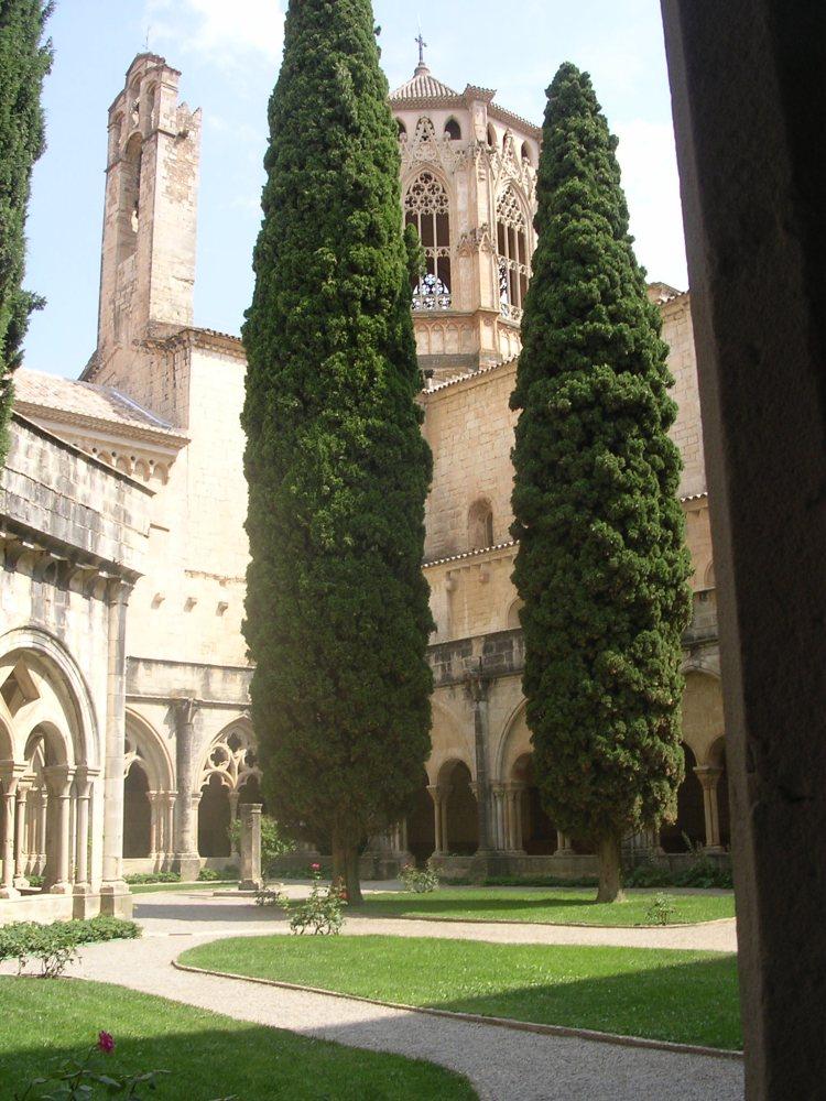 Interior del Claustre del Monestir de Poblet.