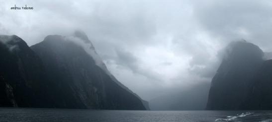 Dia emboirat al fiord Milford Sound. Fiorland Nova Zelanda