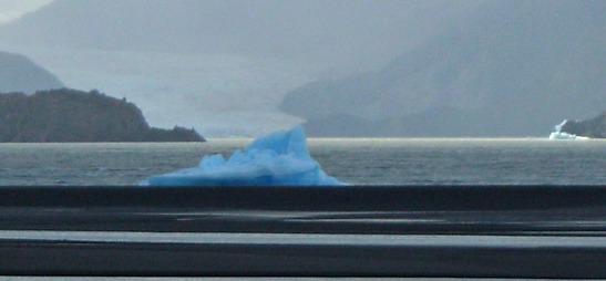 Tèmpan de gel al Llac Grey. P.N. Torres del Paine / Iceberg in the Lake Grey. Torres del Paine N.P.