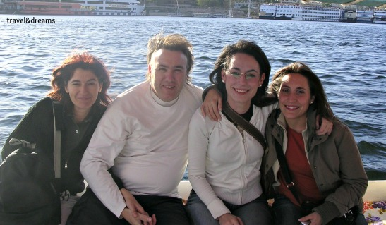 Amb dues amigues basques navegant pel Nil / With two basc friends sailing on the Nile river