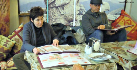 Compartint taula amb uns argentins a Istanbul / Sharing the table with an argentinian  couple
