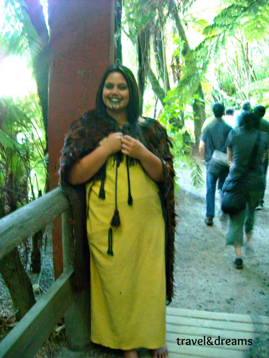 Dona maorí a Rotorua. Nova Zelanda / Maori woman in Rotorua. New Zealand
