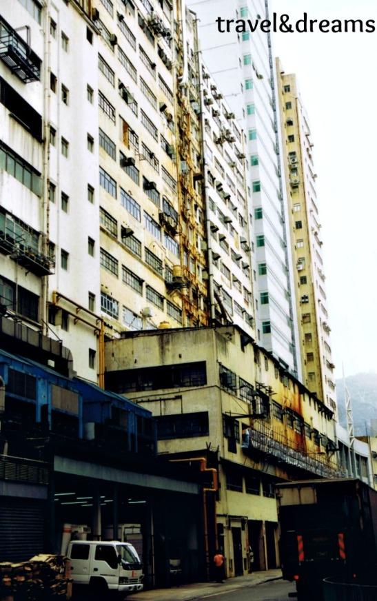 Un edifici industrial / Industrial building