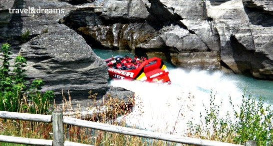 JET BOATING EN SHOTOVER RIVER